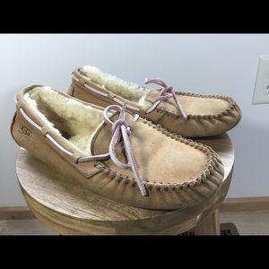 UGG Women's Chestnut Classic Moccasin Dakota Flats